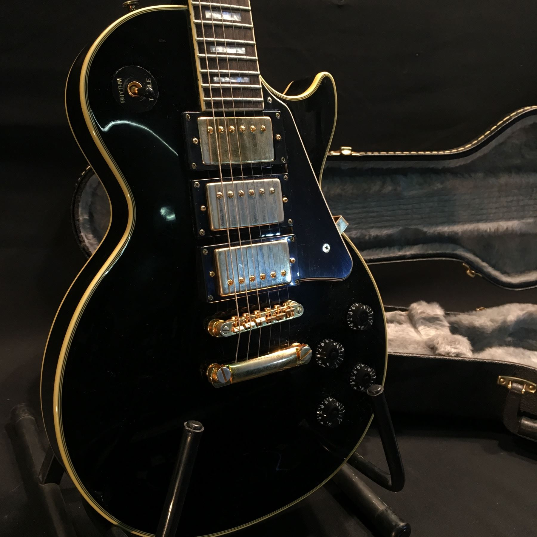 epiphone les paul black beauty guitar with triple humbucker pickup 3 position pickup selector 2. Black Bedroom Furniture Sets. Home Design Ideas
