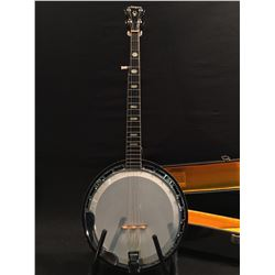 EL DEGAS 5 STRING BANJO, COMES WITH HARD SHELL CASE