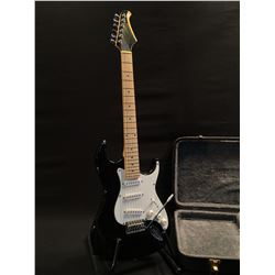 SILVERTONE STRAT STYLE ELECTRIC GUITAR, WITH THREE SINGLE COIL PICKUPS, FIVE POSITION PICKUP
