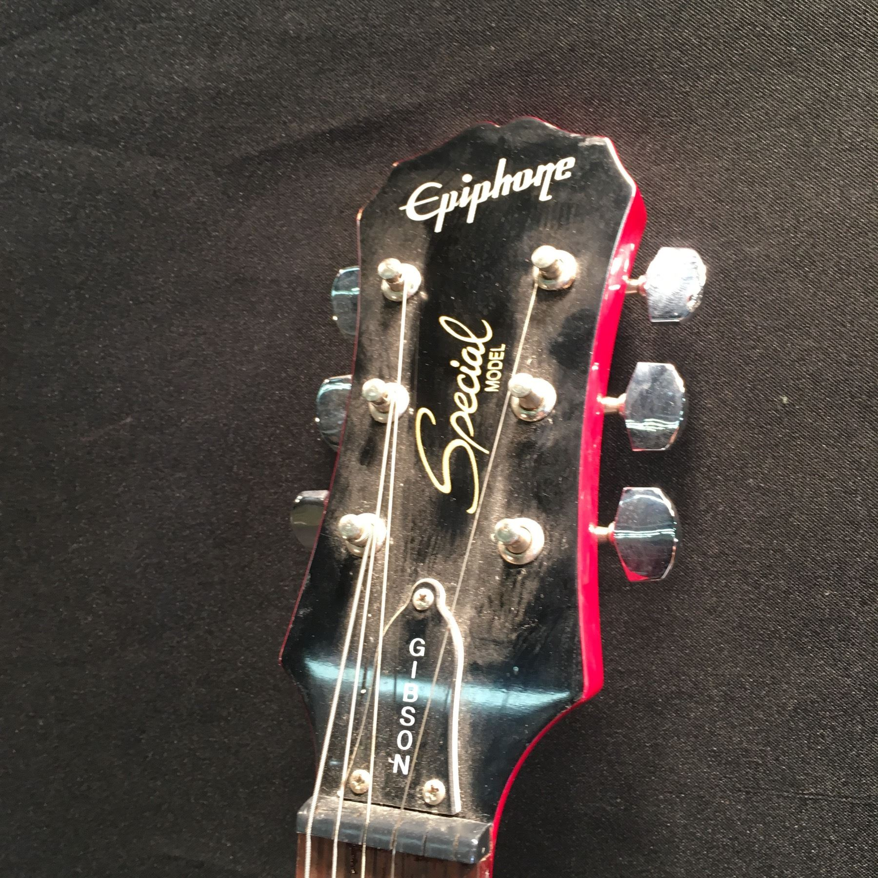 epiphone special model les paul style guitar with two humbucker pickups volume and tone. Black Bedroom Furniture Sets. Home Design Ideas