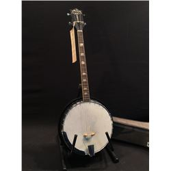 HARMONY ROY SMECK MODEL 8125 4 STRING BANJO, MADE IN USA, COMES WITH HARD SHELL CASE