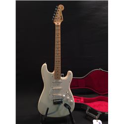 FENDER STRATOCASTER GUITAR, MADE IN MEXICO, SERIAL NUMBER MN410267, WITH THREE SINGLE COIL PICKUPS,
