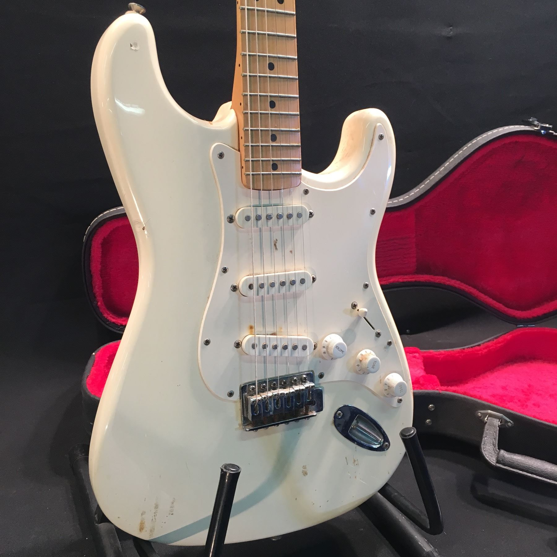fender stratocaster guitar made in mexico serial number mn410267 with three single coil. Black Bedroom Furniture Sets. Home Design Ideas