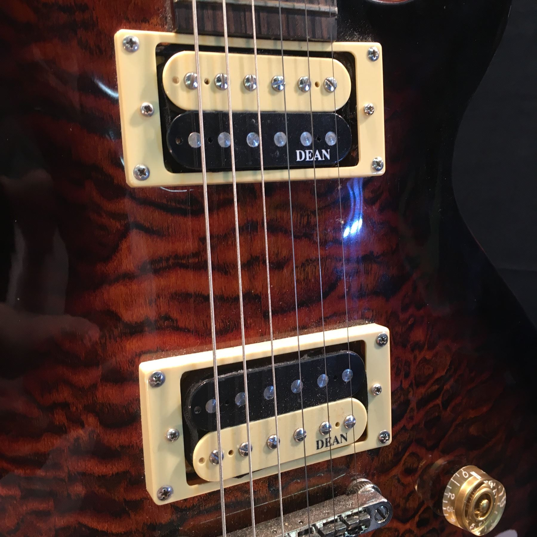 Dean Evo Les Paul Style Guitar With Two Humbucker Pickups Volume Tone Controls And Three