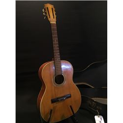 KENT PARLOUR STYLE ACOUSTIC GUITAR, MADE IN JAPAN, COMES WITH HARD SHELL CASE