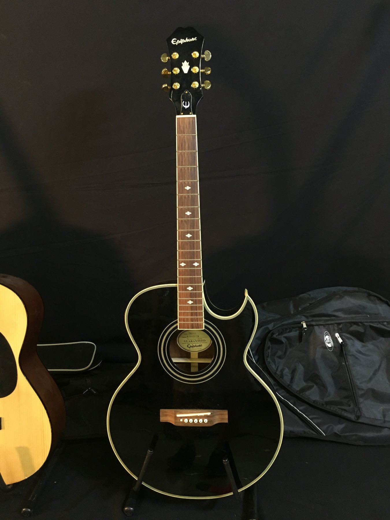 3 guitars epiphone model pr5eeb cutaway acoustic electric guitar with soft shell case hohner. Black Bedroom Furniture Sets. Home Design Ideas
