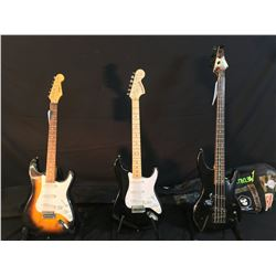 3 GUITARS: SAMICK 4 STRING ELECTRIC BASS WITH ANGLED PICKUPS AND SOFT SHELL CASE, JAGUAR STRAT COPY