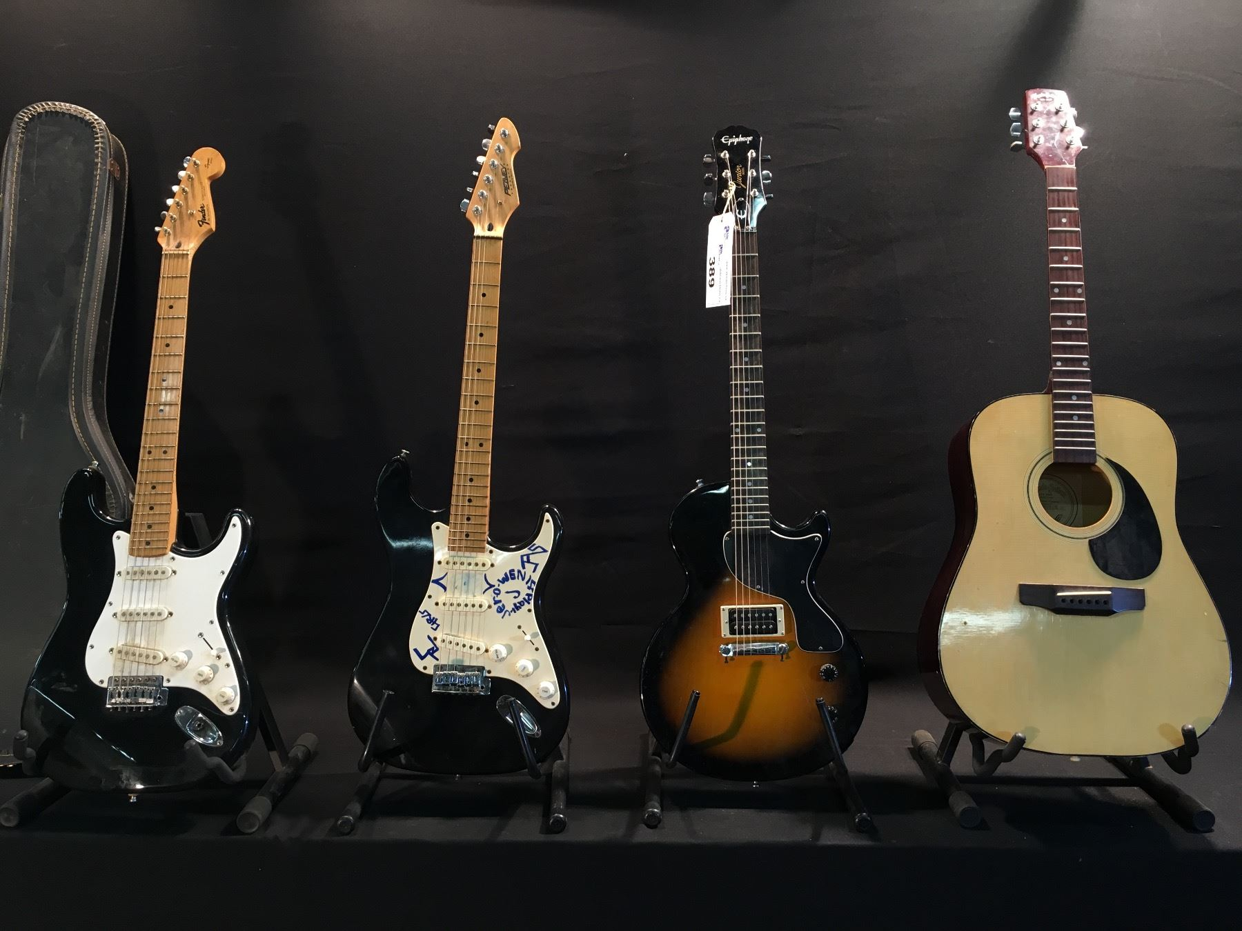 4 Guitars Fender Stratocaster Made In Mexico With