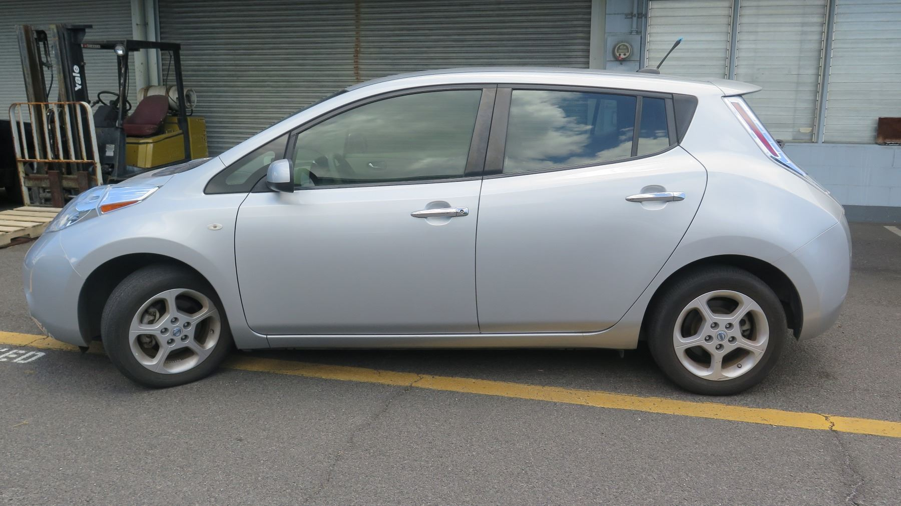 Video; Image 1 : 2012 Nissan Leaf Electric Car   Under Warranty,  Transferable, Battery Charges ...