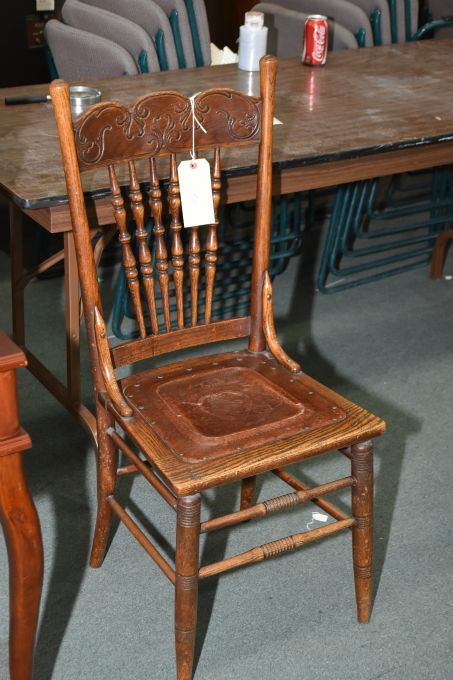 Image 1 : Antique oak Canadiana spindle and pressed back chair with tooled  leather seat - Antique Oak Canadiana Spindle And Pressed Back Chair With Tooled