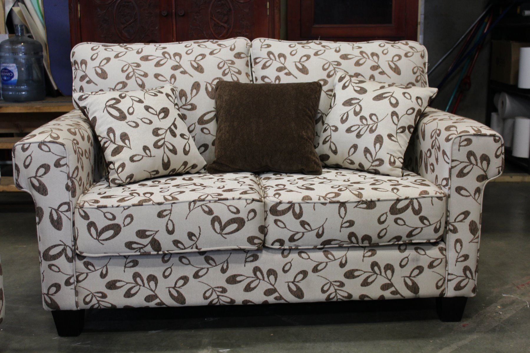 DELUXE DESIGNS MODERN SOFA AND LOVESEAT WITH THROW PILLOWS