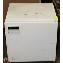 GE MINI FRIDGE 18X20