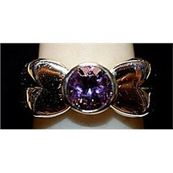 Beautiful Amethyst Sterling Silver Ring. (165L)