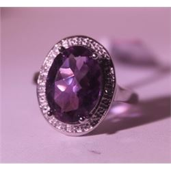 Exquisite Sterling Silver Ring with Amethyst
