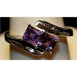 Beautiful Amethysts Sterling Silver Ring. (168L)