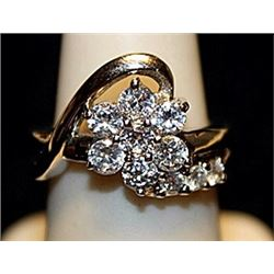 Beautiful White Zirconia Flowe Shaped SS Ring. (749L)
