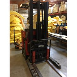 RAYMOND 31 I-R45 3000 LB CAPACITY ELECTRIC FORKLIFT WITH EASY REACH FORKS, FORK WEIGH SCALE & WALL