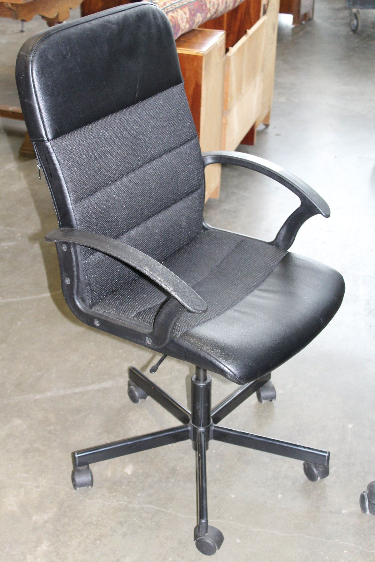 black rolling office chair. Black Bedroom Furniture Sets. Home Design Ideas