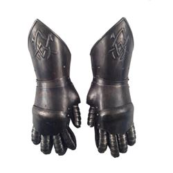 Underworld: Rise of the Lycans Viktor (Bill Nighy) Armor Gloves Movie Props