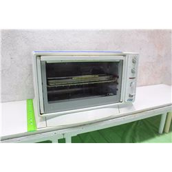 Oster Microwave Oven (Working)