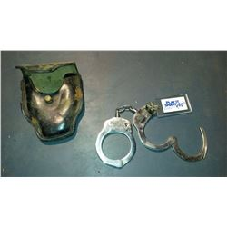 Bianchi Model 500 Handcuffs With Key & Holder