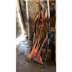 Mixed Lot Of Garden Tools