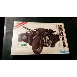 Aurora Zund App KS-750 With Side Car 1/9 Scale Sealed Model