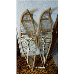 48x10 Inch Vintage Snow Shoes With Straping