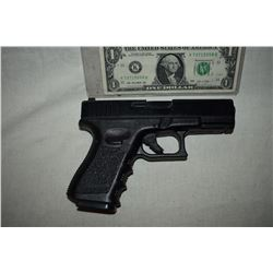 GUN PISTOL STUNT RUBBER FROM UNKNOWN PRODUCTION 02