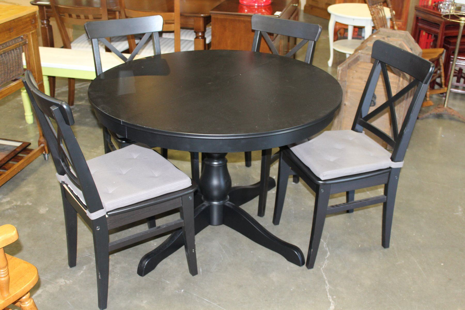 Round black dining table with jack knife leaf and four for Black dining table with leaf