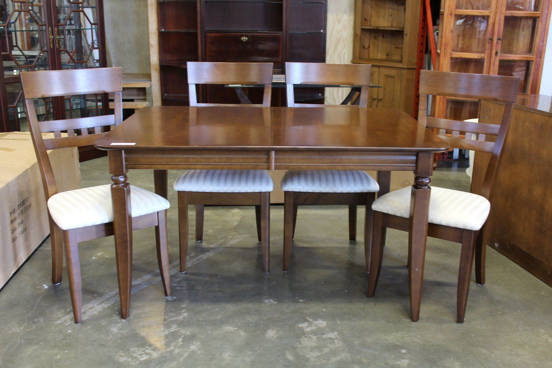 Image 1 ROXTON TEMPLE STUART MODERN DINING TABLE 4 CHAIRS LEAF