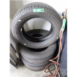 Dunlop P215/60R16 All Season Tires
