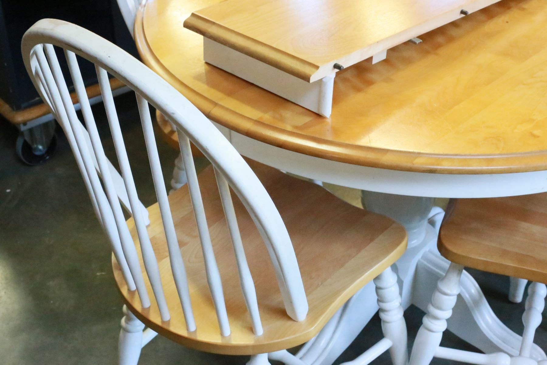 Round maple table with leaf and four chairs for Round table with leaf and chairs
