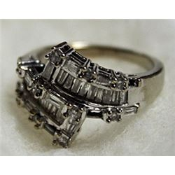 Lady's 14K Whitegold Diamond Ring
