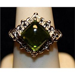 Gorgeous Peridot & White Topaz Sterling Silver Ring. (786L)