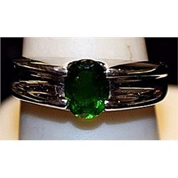 Beautiful Peridot Sterling Silver Ring. (204L)