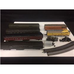 VINTAGE COLLECTIBLE LIONEL TOY TRAINS W/ RAILROAD TRACKS