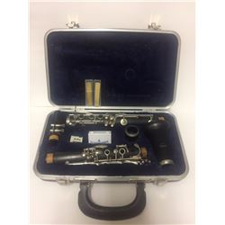 ARTLEY 17S CLARINET COMPLETE W/ CASE & REEDS