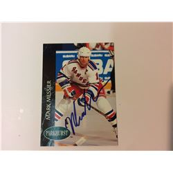 MARK MESSIER SIGNED NEW YORK RANGERS HOCKEY CARD (PARKHURST)