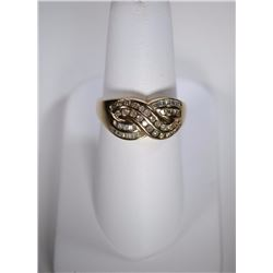 10 kt GOLD RING w/ 1/2 CARAT OF DIAMONDS (ROUND & BAGUETTES)  SIZE 8