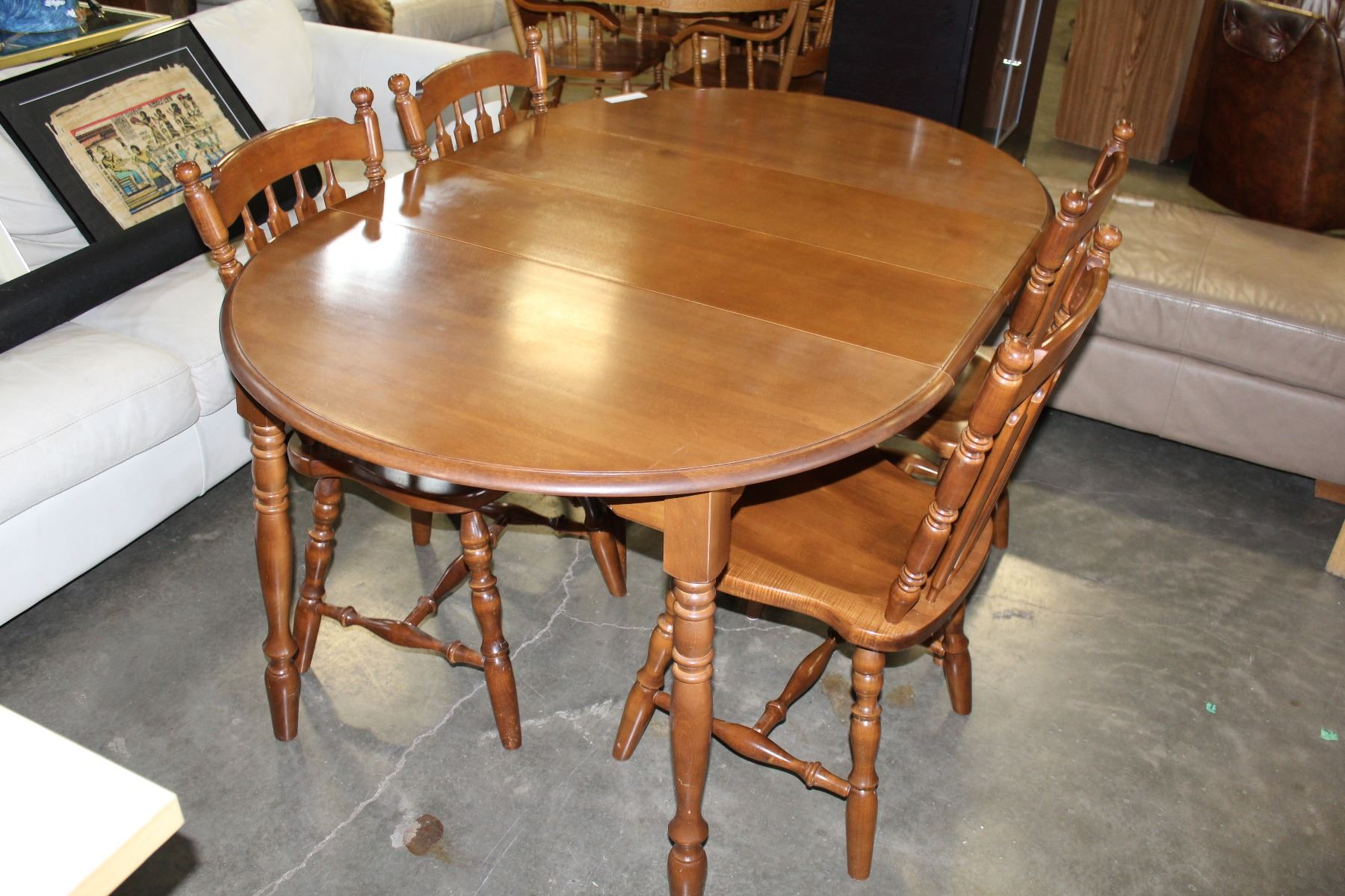 ... Image 2 : ROUND MAPLE DINING TABLE AND FOUR CHAIRS