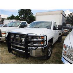 2015 CHEVROLET 2500 HD BOX TRUCK, VIN/SN:1GB0CUEG5FZ106232 - V8 6.0L GAS ENG, A/T, 8' ENCLOSED BODY,