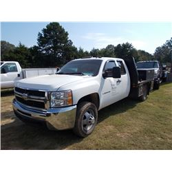 2009 CHEVROLET 3500HD FLATBED TRUCK, VIN/SN:1GBJC79K09E145889 - S/A, V8 GAS ENG, A/T, EXTENDED CAB,