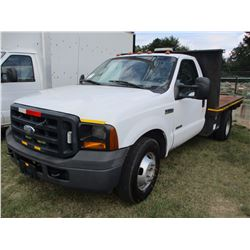 2006 FORD F350 FLATBED TRUCK, VIN/SN:1FDWF36P96ED53617 - POWER STROKE DIESEL ENG, A /T, 10' FLATBED