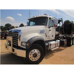 2017 MACK GU713 ROLL OFF, VIN/SN:1M2AX04C9HM034202 - 405 HP MACK MP7 ENG, MACK M DRIVE TRANS, 44K RE