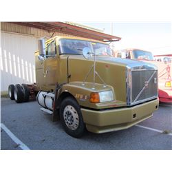 1998 VOLVO WIA64T CAB & CHASSIS TRUCK VIN/SN:4VHWDBGH1WN748597 T/A, 425 HP VOLVO D12 ENGINE, 10 SPEE