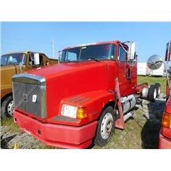 1998 VOLVO WIA64T CAB & CHASSIS TRUCK VIN/SN:4VHWDBGHXWN748548 T/A, 425 HP VOLVO D12 ENGINE, 10 SPEE