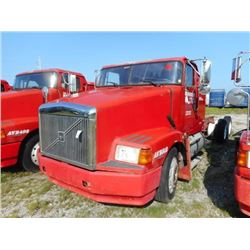 1998 VOLVO WIA64T CAB & CHASSIS TRUCK VIN/SN:4VHWDBGH4WN748593 T/A, 425 HP VOLVO D12 ENGINE, 10 SPEE