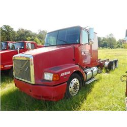 1998 VOLVO WIA64T CAB & CHASSIS TRUCK VIN/SN:4VHWDBGHXWN748596 T/A, 425 HP VOLVO D12 ENGINE, 10 SPEE