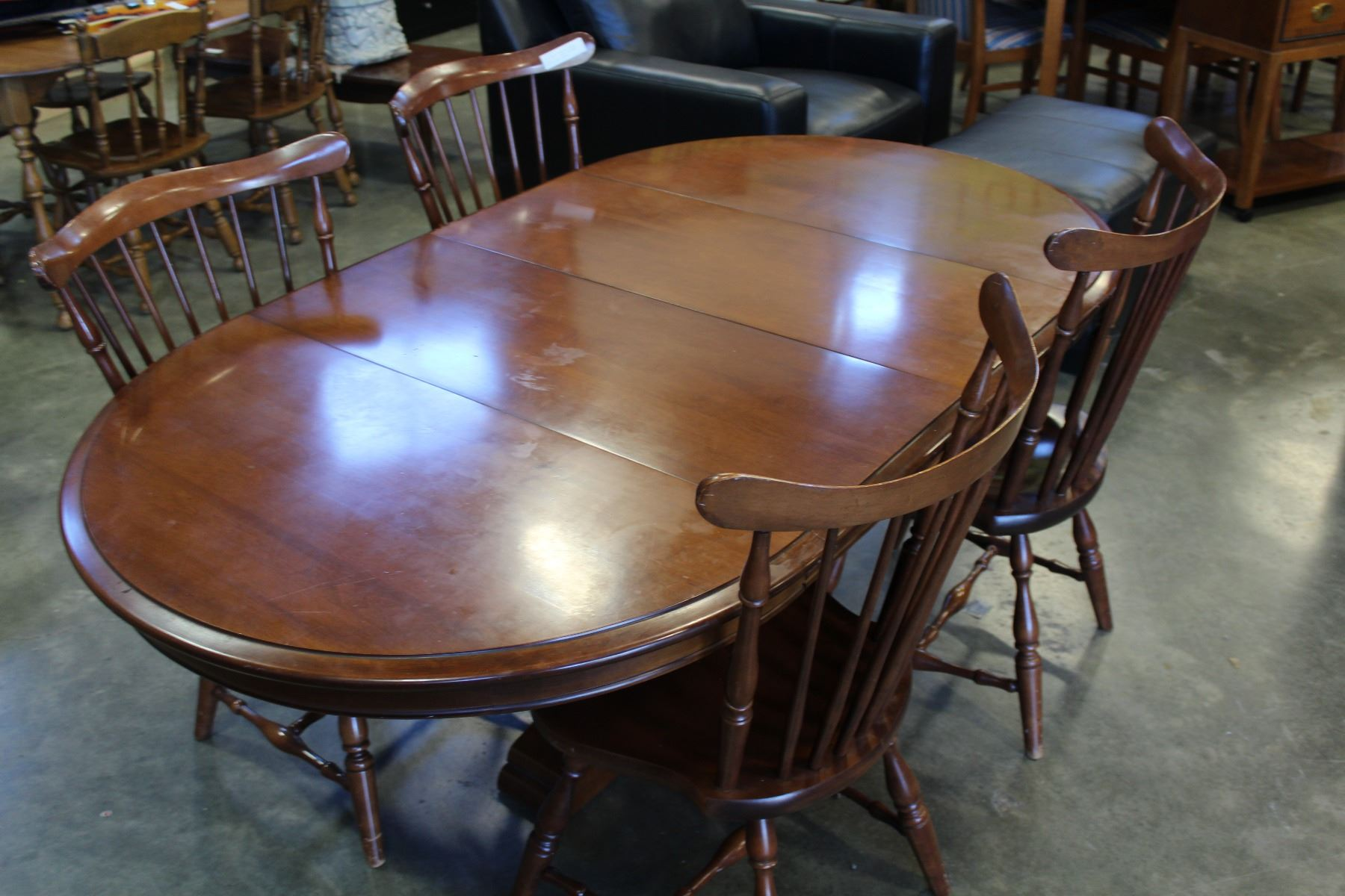 Image 2 VILAS MAPLE PEDESTLE DINING TABLE WITH LEAFS AND FOUR SPINDLE BACK CHAIRS
